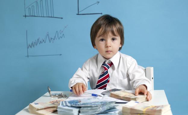 ילד מתחפש לאיש עסקים (צילום: tatyana_tomsickova, Thinkstock)