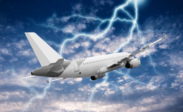 מטוס נפגע מברק (צילום: אימג'בנק / Thinkstock)