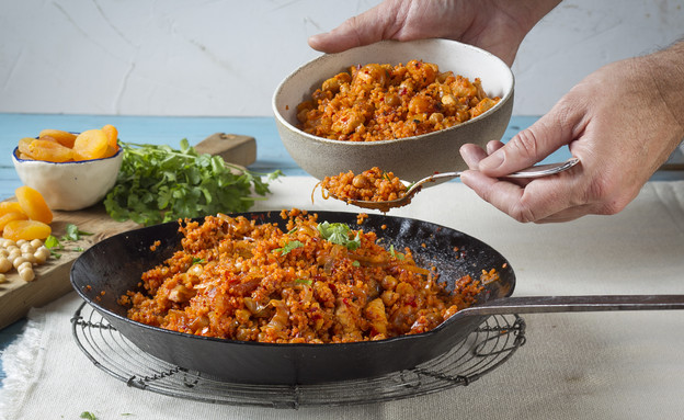 תבשיל קוסקוס ועוף (צילום: אנטולי מיכאלו, אוכל טוב)