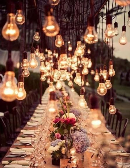 גרלנדות, גם באירוח גדול ורב משתתפים. כמה שיותר – יותר שמח (צילום: Pinterest)