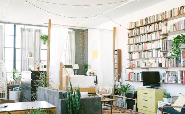 גרלנדות, גם בסלון משמשות כאמצעי דקורטיבי עם הרבה אווירה.  (צילום: junneletters.com)