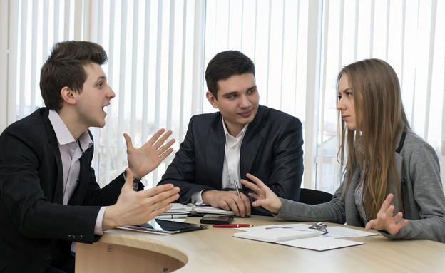 מתווכחים במשרד (אילוסטרציה: thinkstock)