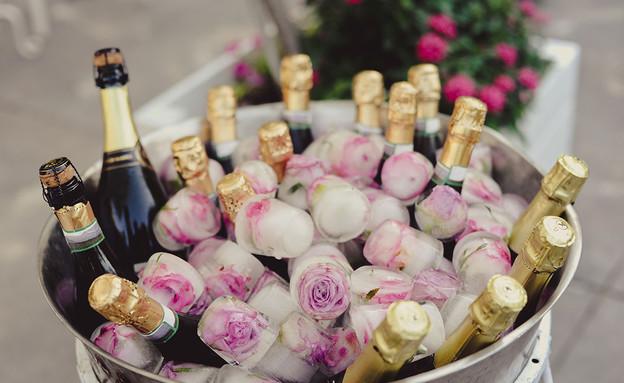 חתונות 25, הפרחים מגיעים אפילו לקוביות הקרח (צילום: מאמא צלמים, עיצוב-מינט דיזיין)