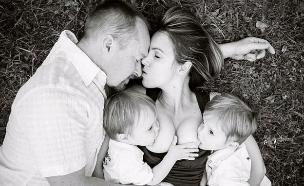 מניקה ומנשקת (צילום: Mama Bean Parenting facebook)
