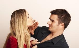 בחור דוחה בחורה (צילום: Shutterstock, מעריב לנוער)