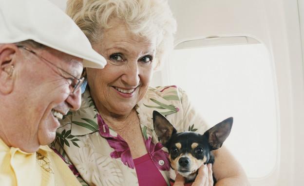 נוסעים וכלב במטוס (צילום: אימג'בנק / Thinkstock)