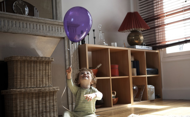 ילד עם בלון (צילום: אימג'בנק / Thinkstock)