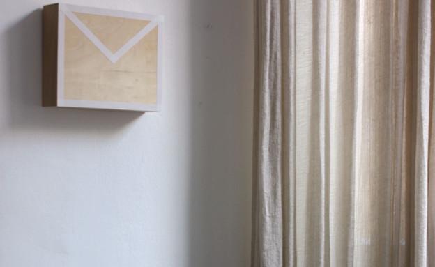מגירות, תיבת דואר על הקיר (3) (צילום: אפרת יפה)