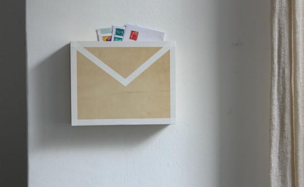 מגירות, תיבת דואר על הקיר (4) (צילום: אפרת יפה)