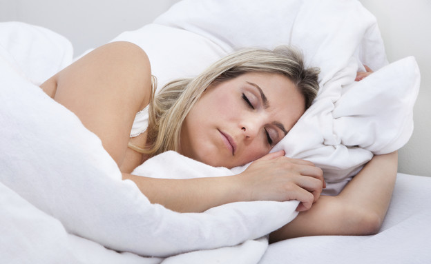 אישה ישנה (צילום: אימג'בנק / Thinkstock)