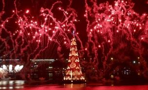 """צפו: """"עץ חג המולד"""" הגדול בעולם (צילום: רויטרס)"""