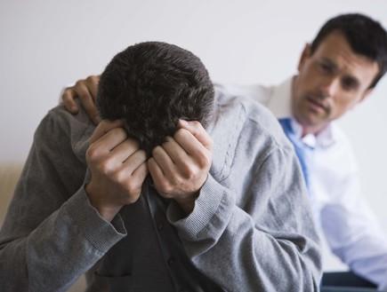 גבר מדוכא (צילום: אימג'בנק / Thinkstock)