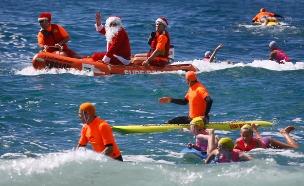 אוסטרליה: גולשים - על רוח החגים (צילום: רויטרס)