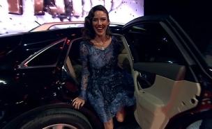 עומר קינן יוצאת מהרכב (צילום: מתוך האח הגדול עונה 7, שידורי קשת)