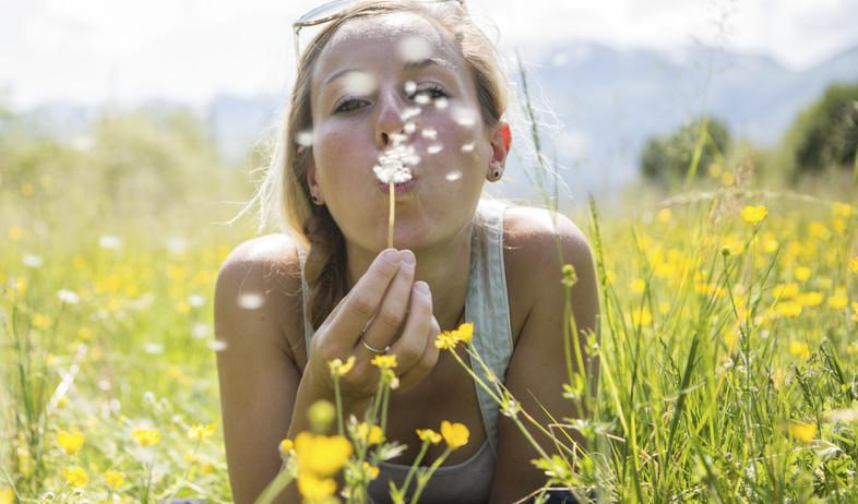 אישה באביב (צילום: אימג'בנק / Thinkstock)