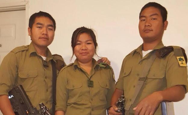 """בני משפחת מנשה (צילום: דובר צה""""ל, באדיבות גרעיני החיילים)"""