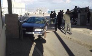 זירת ניסיון הפיגוע בקלנדיה, היום (צילום: דוברות המשטרה)
