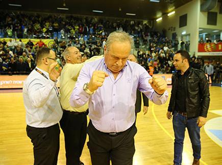 מאמן העתיד של אשדוד. צביקה שרף (מנהלת הליגה) (צילום: ספורט 5)