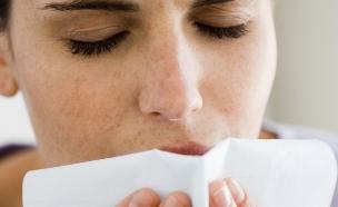 אישה מתעטשת (צילום: אימג'בנק / Thinkstock)
