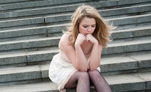 נערה בודדה (צילום: Shutterstock, מעריב לנוער)