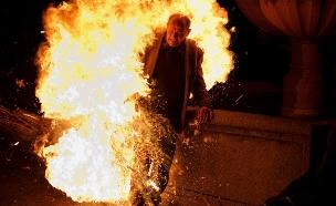 אדם נשרף בפסטיבל  'Los Escobazos' בספרד, 2013 (צילום: Pablo Blazquez Dominguez, GettyImages IL)