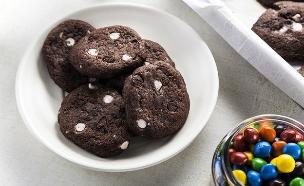 עוגיות שוקולד עם שוקולד צ'יפס (צילום: אפיק גבאי, אוכל טוב)