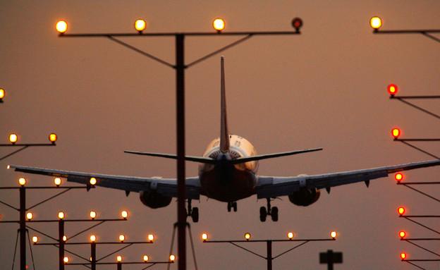 מטוס נוחת (צילום: David McNew, GettyImages IL)