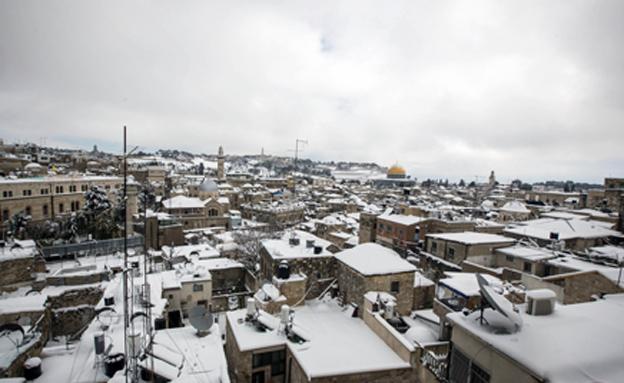 גם ירושלים תיצבע לבן? ארכיון (צילום: פלאש 90, סלימן קאדר)