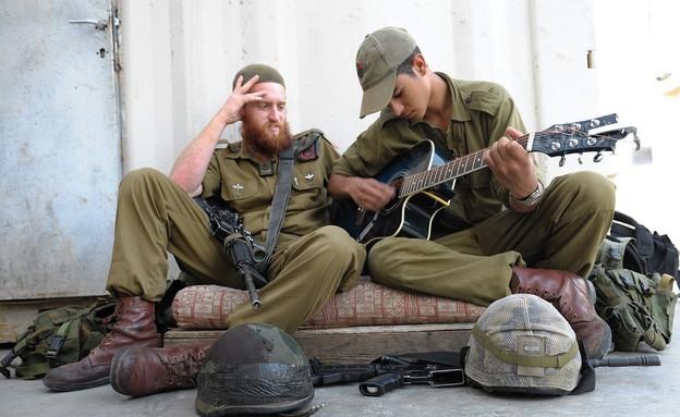 """חיילי צה""""ל בעין העדשה (צילום: מאיר אזולאי)"""