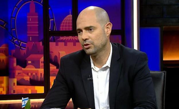 אמיר אוחנה באולפן (צילום: מתוך היום בלילה, שידורי קשת)