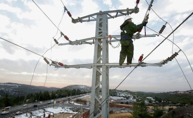 עובד חברת חשמל (צילום: יוסי וייס, דוברות חברת החשמל)