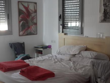 דקלה גלזר, חדר ההורים לפני, צילום ביתי (צילום: שירן כרמל)