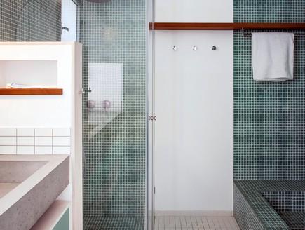 סטודיו 37, אמבטיה בנויה בחדר הרחצה של הילדים