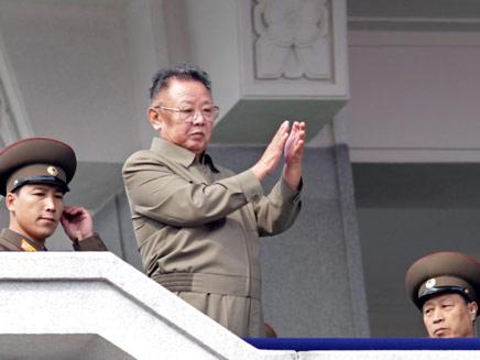 אבי תכנית הגרעין. קים ג'ונג איל (צילום: רויטרס)