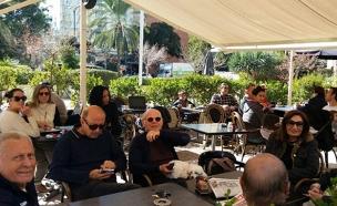 בתי הקפה התמלאו מחדש (צילום: עזרי עמרם, חדשות 2)