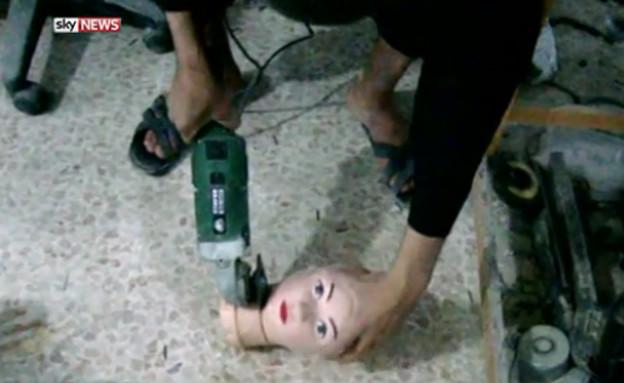 """מעבדת המוות של דאע""""ש (צילום: מתוך הסרטון של sky news)"""