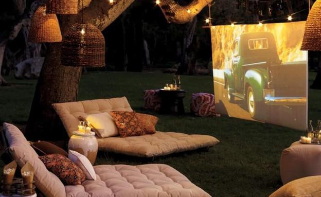 קולנוע בחצר (צילום: מתוך gentlemansgazette)