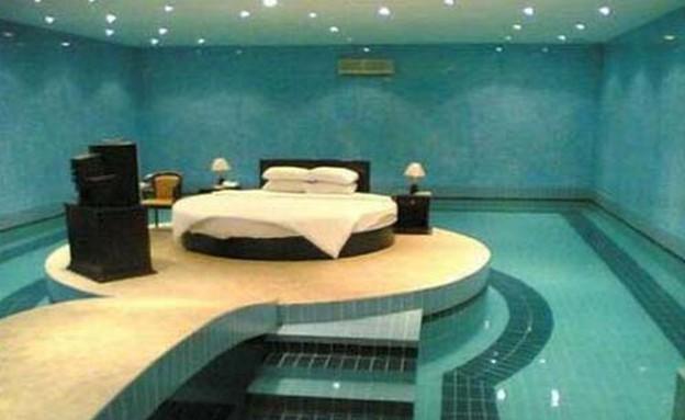 חדר שינה בתוך בריכה (צילום: מתוך infowoman)