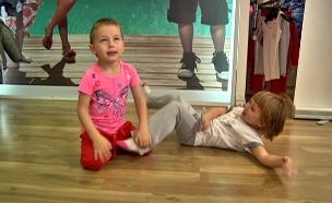 ביגוד צמוד לבנות - כבר בגיל 4 (צילום: חדשות 2)