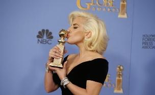 ליידי גאגא והפסלון (צילום: רויטרס)
