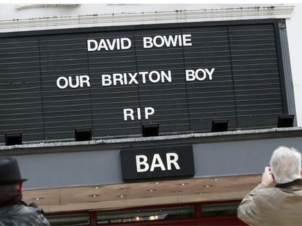 נפרדים מבואי בבריקסטון, שכונת ילדותו (צילום: sky news)