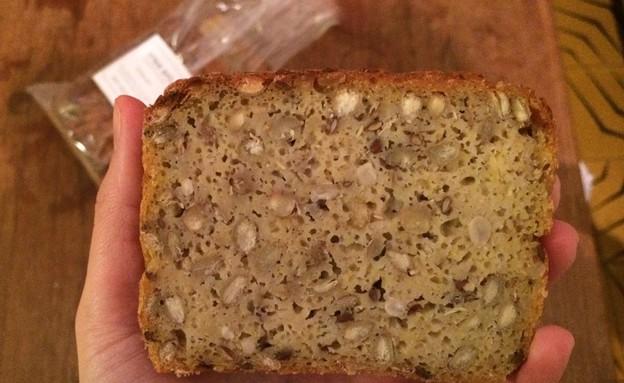 לחם פומרנץ לחם נבטוטים (צילום: ריטה גולדשטיין, אוכל טוב)
