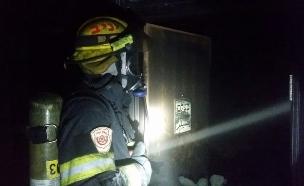 """השריפה במשרדי """"בצלם"""", שלשום (צילום: כבאות והצלה ירושלים)"""