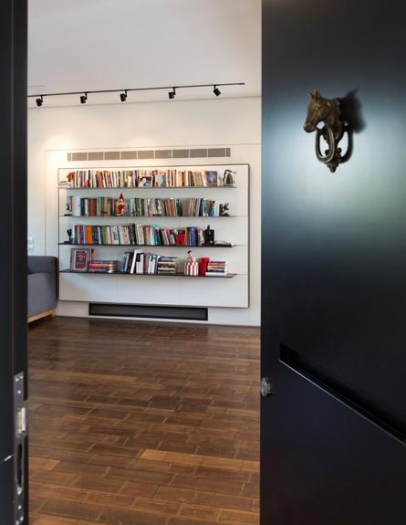 מבט לספריה גובה