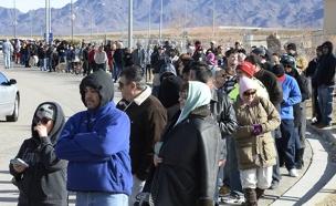 אלפים עמדו שעות בתור (צילום: רויטרס)
