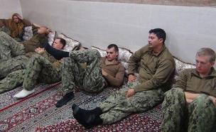 החיילים האמריקנים לאחר הפשיטה (צילום: טוויטר)