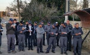 שוטרי תחנת נצרת מתנדבים (צילום: משטרת נצרת)