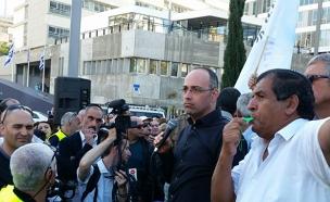 פרופסור ירון זליכה בהפגנה (צילום: עזרי עמרם, חדשות 2)