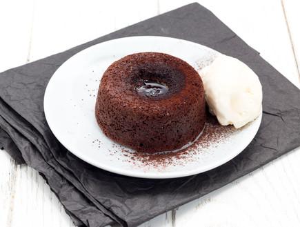 עוגת שוקולד חמה במילוי ממרח לוטוס