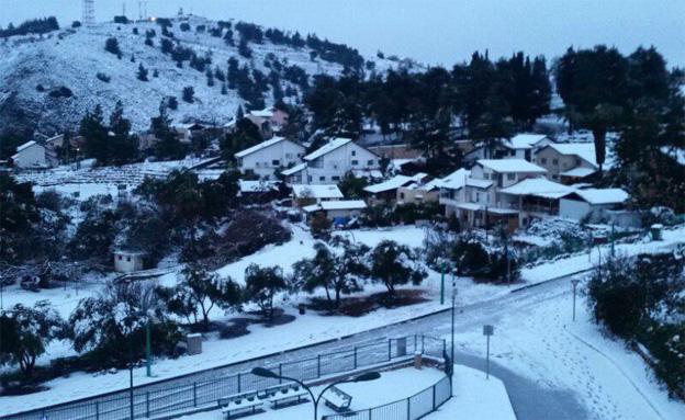 שלג במטולה (צילום: שלומי אפריאט)